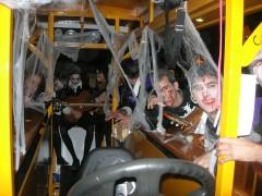 La Tuna de Alcalá se monta en el bicibús en Hallowen